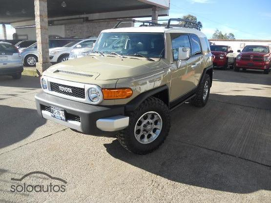 2013 Toyota FJ Cruiser Premium AT
