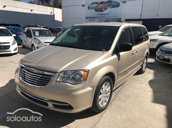 2016 Chrysler Town & Country Li