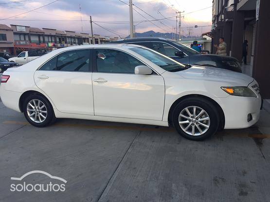 2010 Toyota Camry XLE V6 6AT