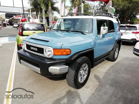 2014 Toyota FJ Cruiser Premium AT