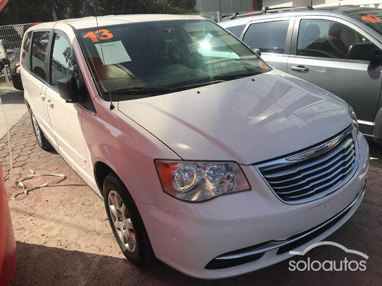 2013 Chrysler Town & Country Li