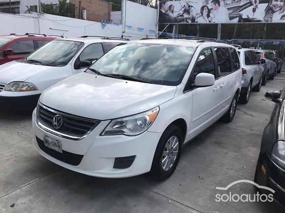 2010 Volkswagen Routan Prestige Joy Box AT