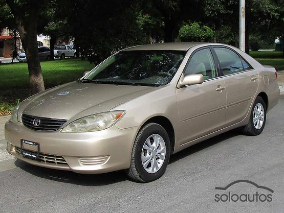 2005 Toyota Camry LE 5AT