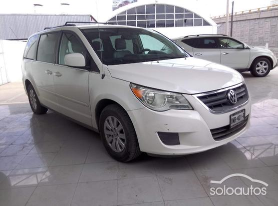 2012 Volkswagen Routan Prestige AT