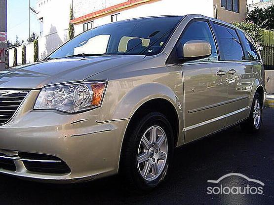2011 Chrysler Town & Country LX