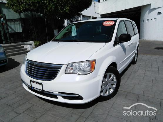 2014 Chrysler Town & Country LX