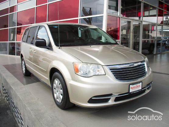 2013 Chrysler Town & Country LX